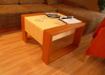 konferencni stolek