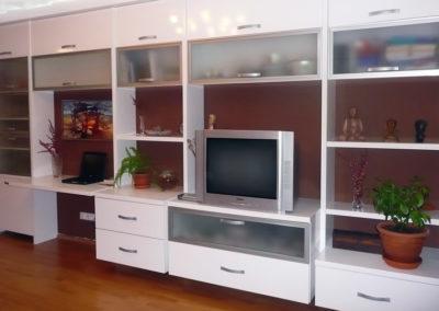 obývací pokoj - polyfunkční stěna - pracovní místo + tv + osvětlení