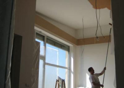 optické snížení stropu pomocí tmavé barvy_2